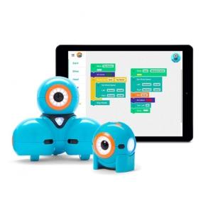 Turkosa robotarna Dash och Dot framför en läsplatta